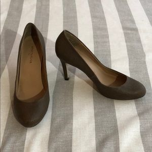 Ann Taylor brown round toe heels